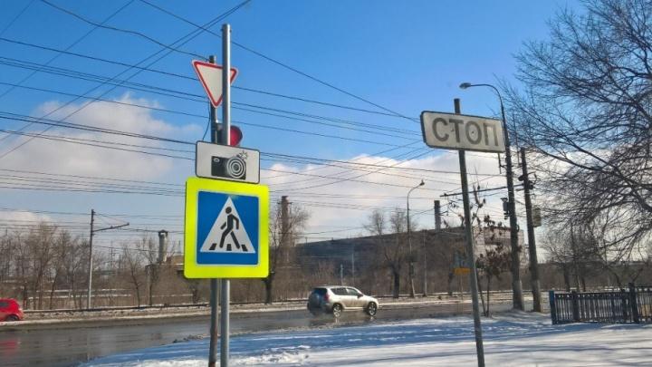 В Волгограде новые дорожные знаки скрыли светофоры