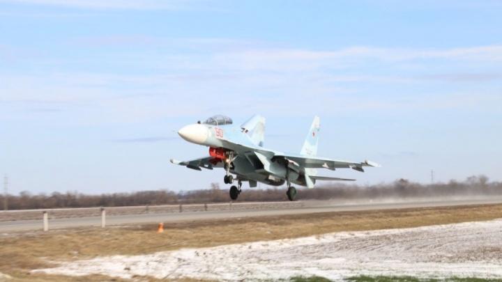 Воздушный бой и приземление на дорогу: на Дону проходят учения военных летчиков (фоторепортаж)