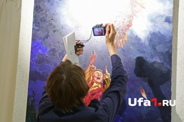 Уфимцы смогли увидеть более сотни работ — от медиа-инсталляций до академической живописи