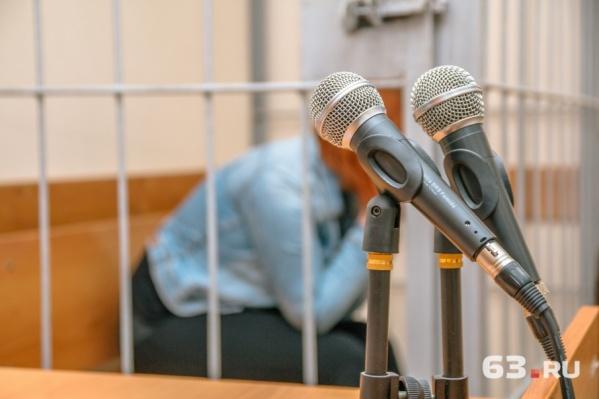 Служители Фемиды дважды продлевали женщине арест