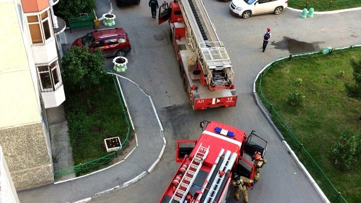 9 пожарных машин, скорая помощь и полиция: пожар  в доме на Пермякова