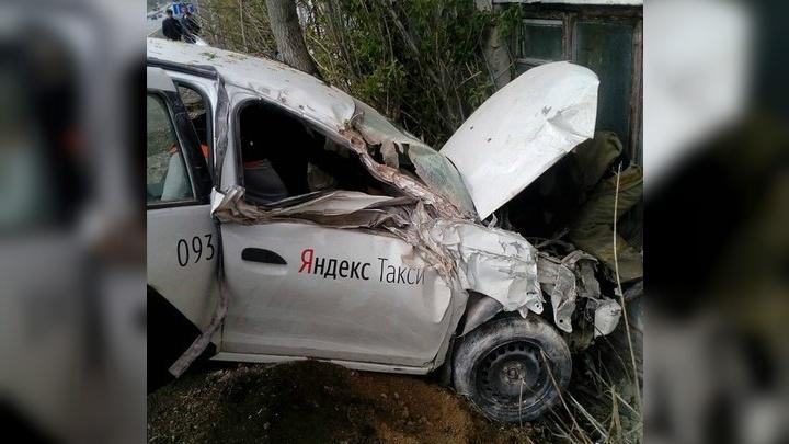 В Челябинской области машина «Яндекс.Такси» влетела в дом