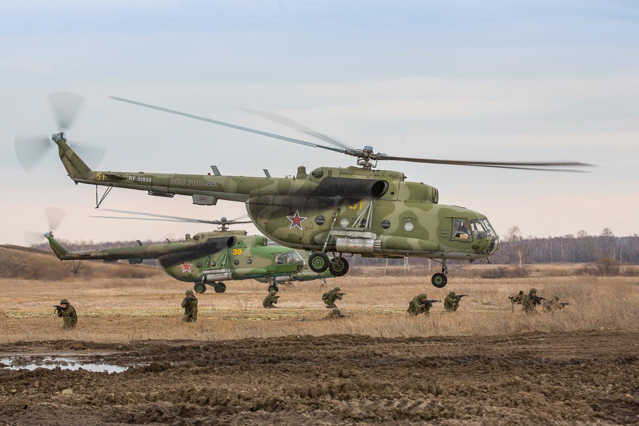 Высадка тактического десанта с транспортно-боевого вертолета Ми-8