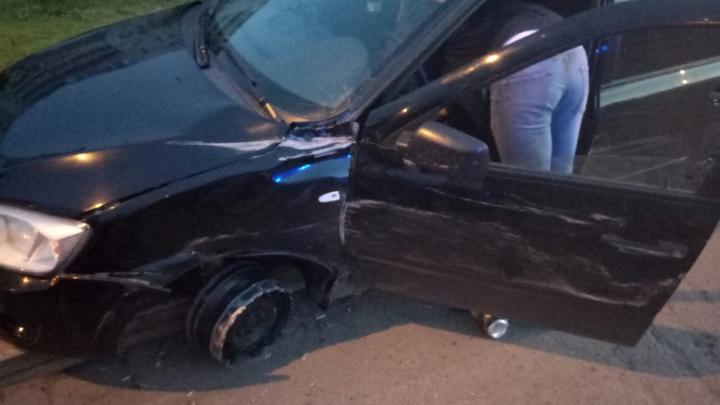 На мосту Монтажников пьяный водитель Lada Granta протаранил патрульный автомобиль