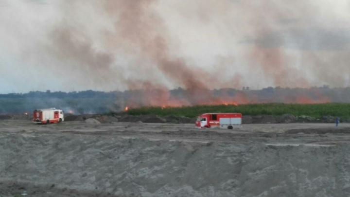 Ландшафтный пожар между Ростовом и Батайском тушили более семи часов