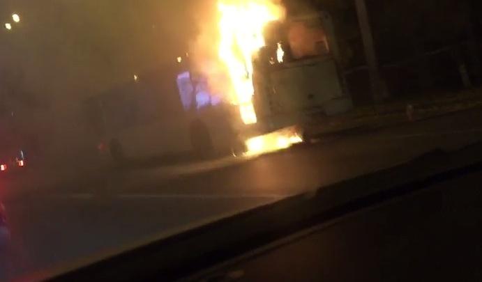 Пассажирский автобус №22 загорелся на Ларина
