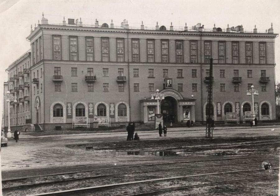 Готовый дом – над входомвиситпортрет Ленина