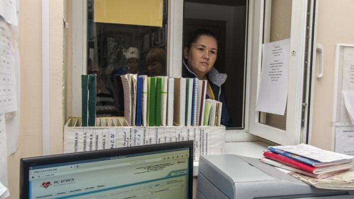 Ростовские онкологи обследуют жителей севера области