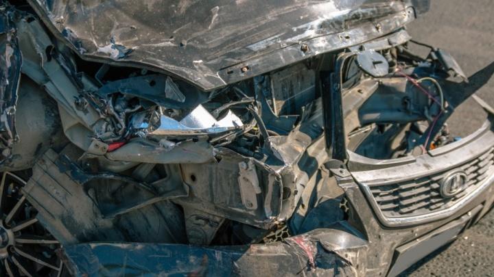 Водителя спасти не удалось: в Тольятти столкнулись Nissan и Priora