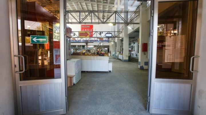 У продавца Центрального рынка Волгограда отняли и сожгли «вражеский» сыр с плесенью