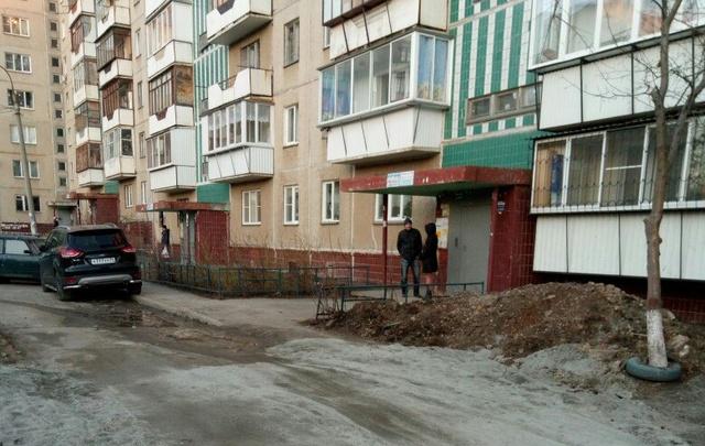 Во дворе челябинской многоэтажки отремонтировали проезд после публикации 74.ru