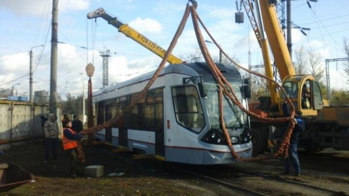 «Создан специально для Ростова»: новый трамвай привезли сегодня в донскую столицу