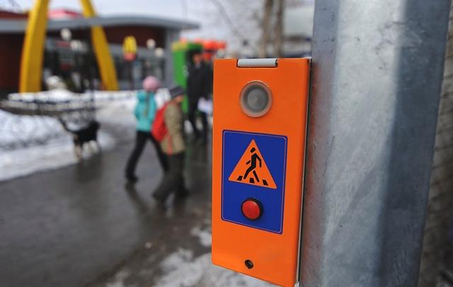 «Тюменьгортранс» продолжает оборудовать светофоры кнопками вызова для пешеходов