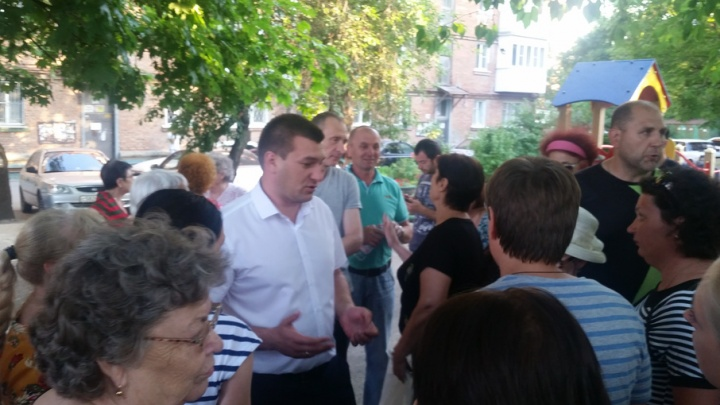 Ростовские чиновники вместе с жильцами решают вопрос ремонта ветхого дома на Портовой