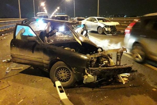 Страшная авария парализовала движение на мосту