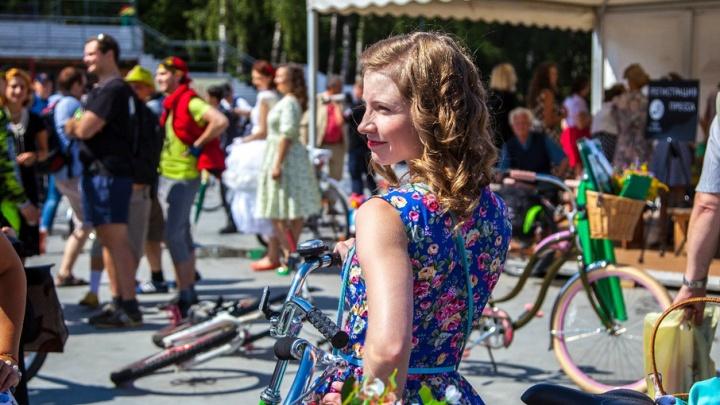 Женский велопарад: тюменки прокатятся по набережной, нарядившись в стиле Hollywood