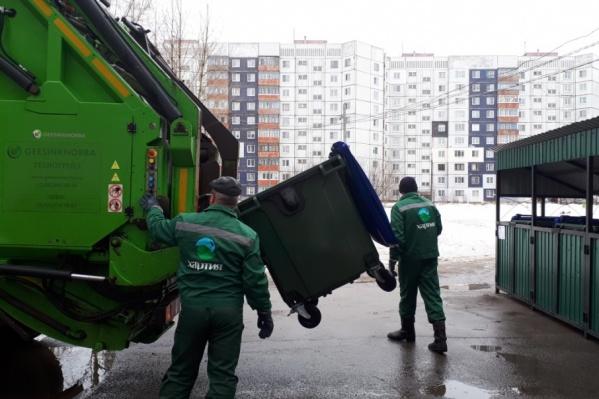В Брагино мусорные контейнеры уже заменили на новые