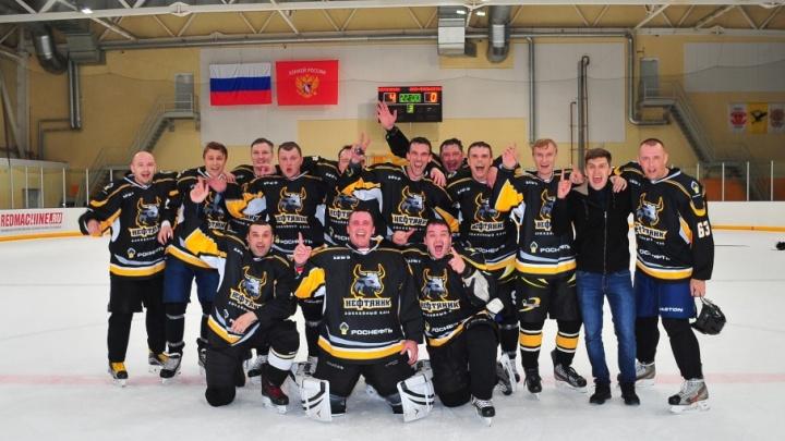 «Нефтяник» — чемпион: команда Сызранского НПЗ победила в Тольяттинской хоккейной лиге