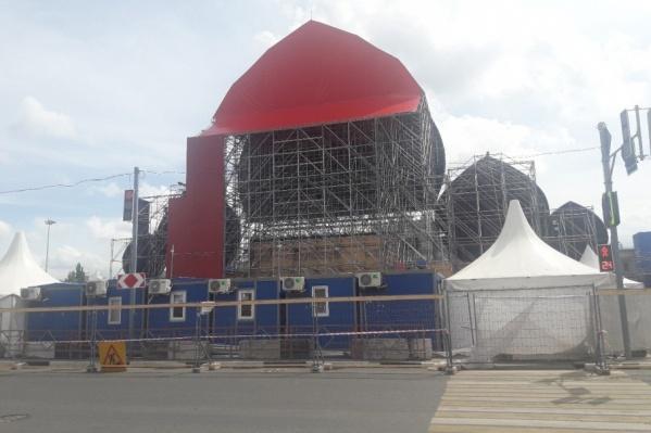 Площадь Куйбышева активно готовят к будущему фестивалю болельщиков
