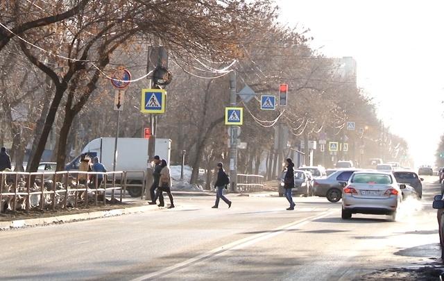 В Самаре около школы сотрудники ГИБДД ловили пешеходов-нарушителей
