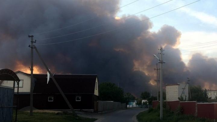 Более 750 человек тушат пожар в Усть-Донецком районе