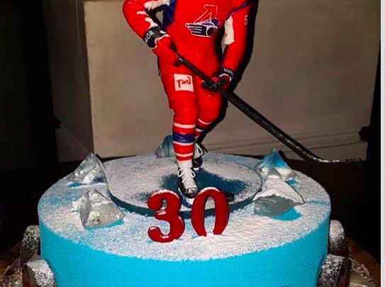 Всемирно известный кондитер приготовил торт на день рождения хоккеиста «Локомотива»