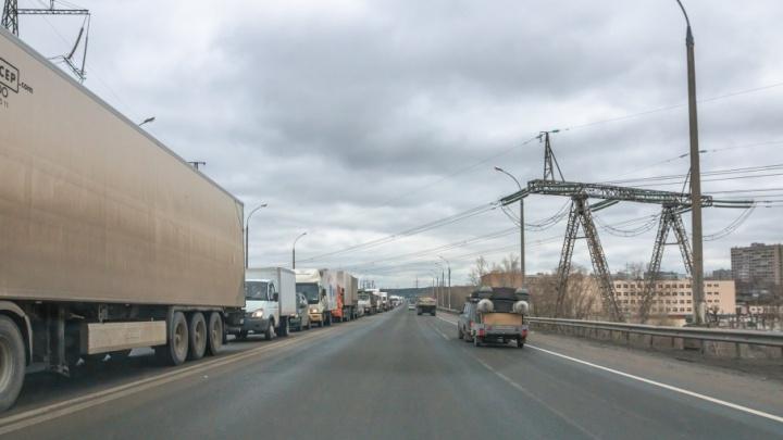 Стало известно, когда грузовикам разрешат ездить днем по Жигулевской ГЭС