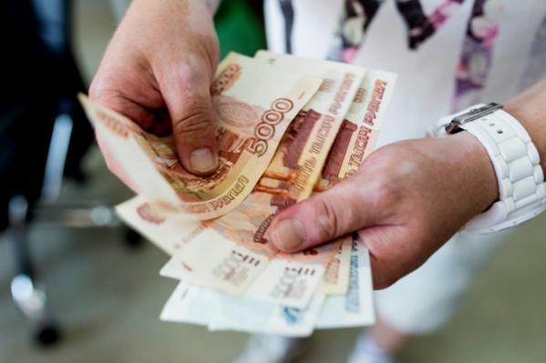 По словам депутата от КПРФ Веры Ганзи, сейчас депутаты получают около 360 тыс. руб., а на руки и того меньше — 312 тыс. руб.