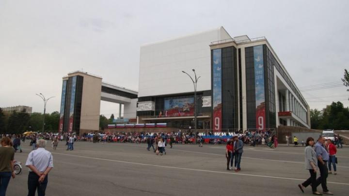 Вечер Дня Победы: ростовчане ждут салют под звуки военного оркестра