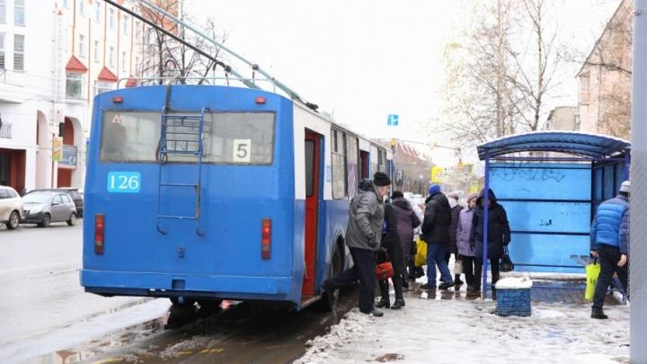 Депутаты предложили властям самим купить остановки в Ярославль
