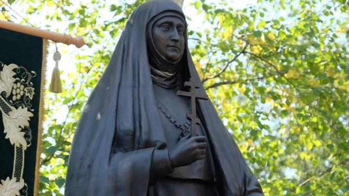 Около пермской больницы открыли памятник сестре последней русской императрицы