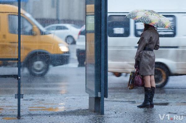 Горожане считают, что в час пик такси не дождаться