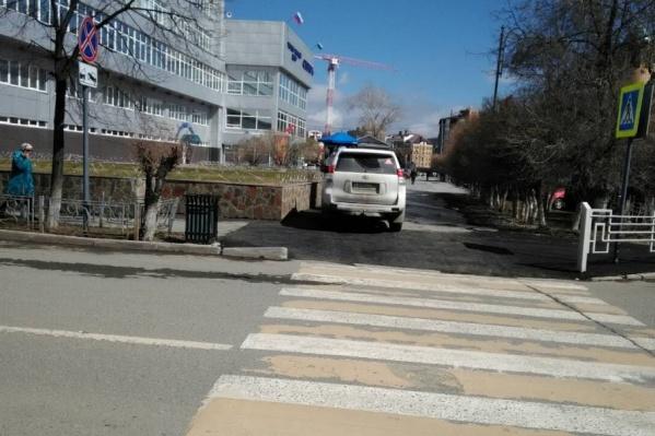 Автохам возле торгово-бытового центра «Сибирь» на Первомайской