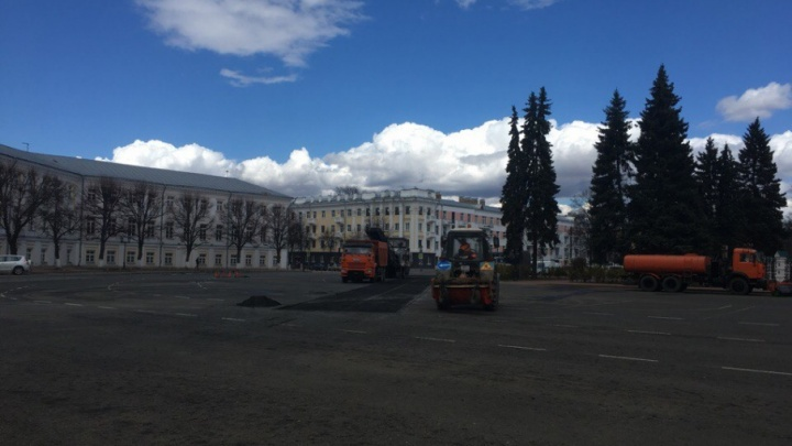 Лучше лучшего: в Ярославле ремонтируют асфальт на Советской площади