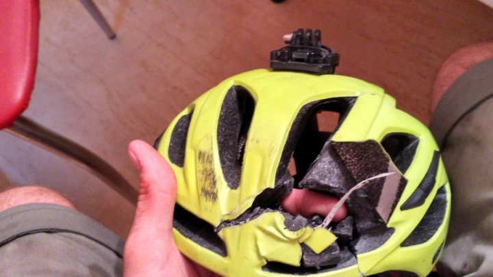 В Ростове велосипедист чудом выжил после столкновения с КАМАЗом