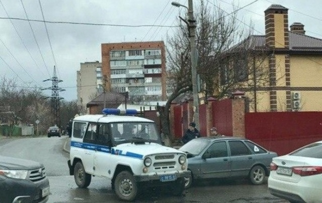 На втором поселке столкнулись патрульный УАЗ и старый Ford