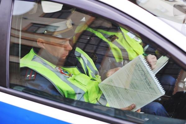 Звонок на экспресс-линию «Нетрезвый водитель» может быть анонимным. Необходимо точно назвать номер автомобиля, марку цвет и местонахождение либо предполагаемый маршрут движения пьяного или неадекватного водителя