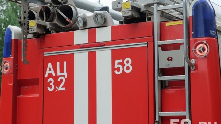 Мужской поступок: житель Прикамья вытащил соседа из горящего дома
