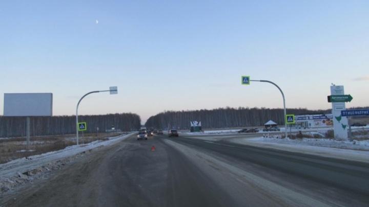 Фура сбила женщину на трассе в Челябинской области