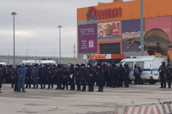 Силовики развернули штаб возле «Мегамага»