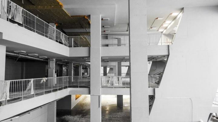 Потолки, двери и коммуникации: смотрим фото внутренних помещений «Самара Арены»