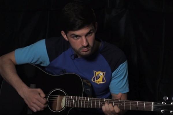 Все действия происходят под гитарное соло в исполнении Дениса Терентьева