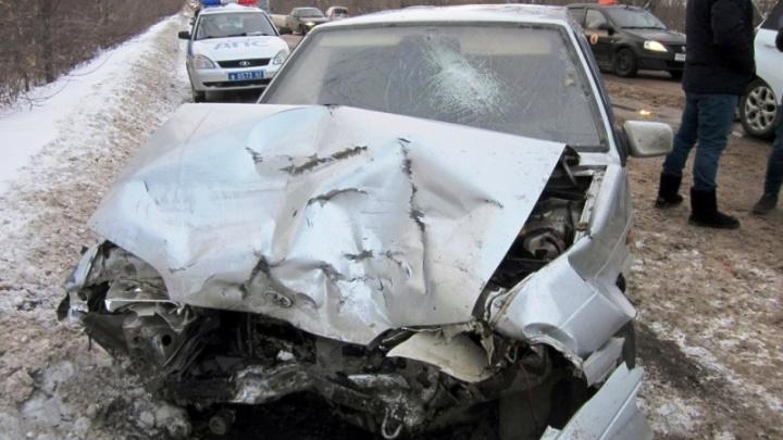 Обгонял и спровоцировал ДТП: в Самаре ВАЗ-2114 лоб в лоб столкнулся с Renault