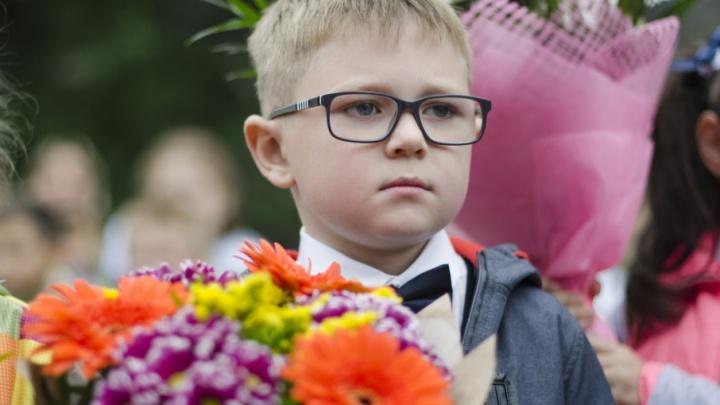 Здравствуй, школа: в Архангельске встретили День знаний с дождем и ветром