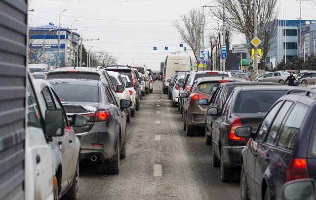 В Ростове на Западном из-за дорожных работ ограничат движение