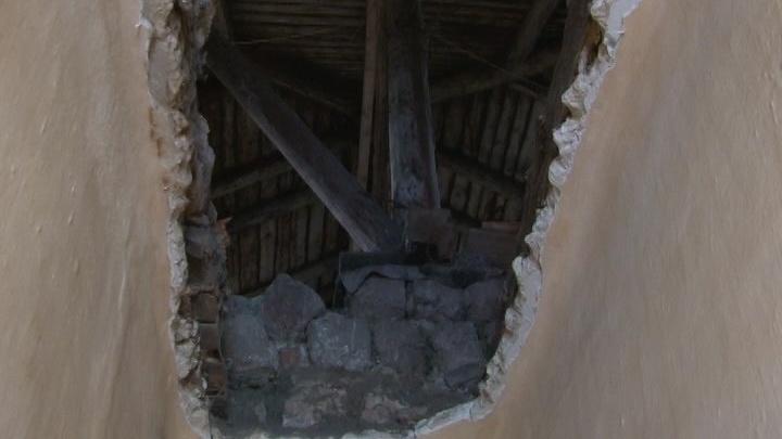 На Южном Урале во время капремонта в квартире упал потолок