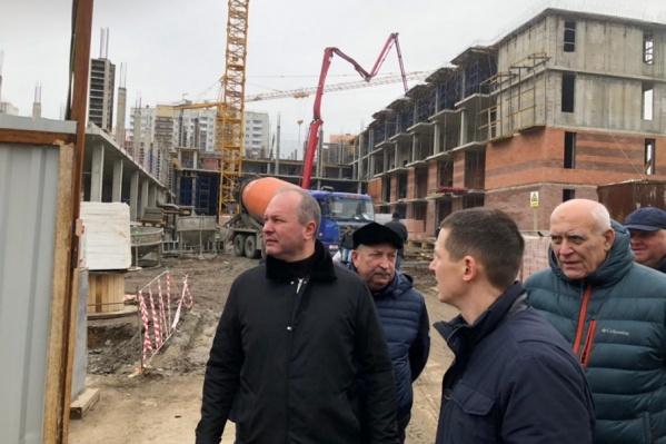 Виталий Кушнарев сегодня побывал на стройке в ЖК «Суворовский»
