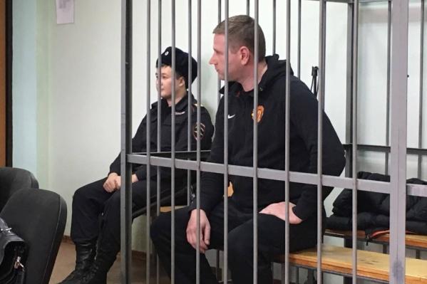 Из зала суда Григорий Чурбаков вышел без наручников