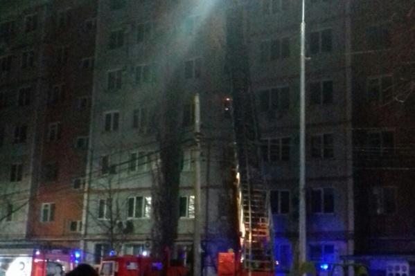Спасатели тушили огонь больше трех часов