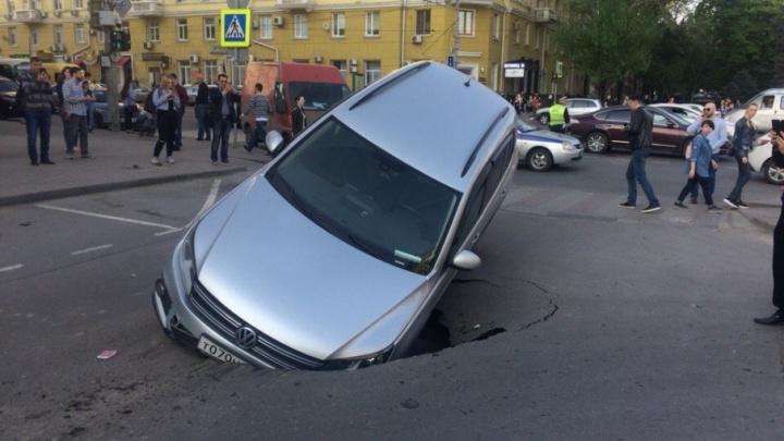 Ростовский водоканал рассказал, когда полностью устранит последствия провала в центре города